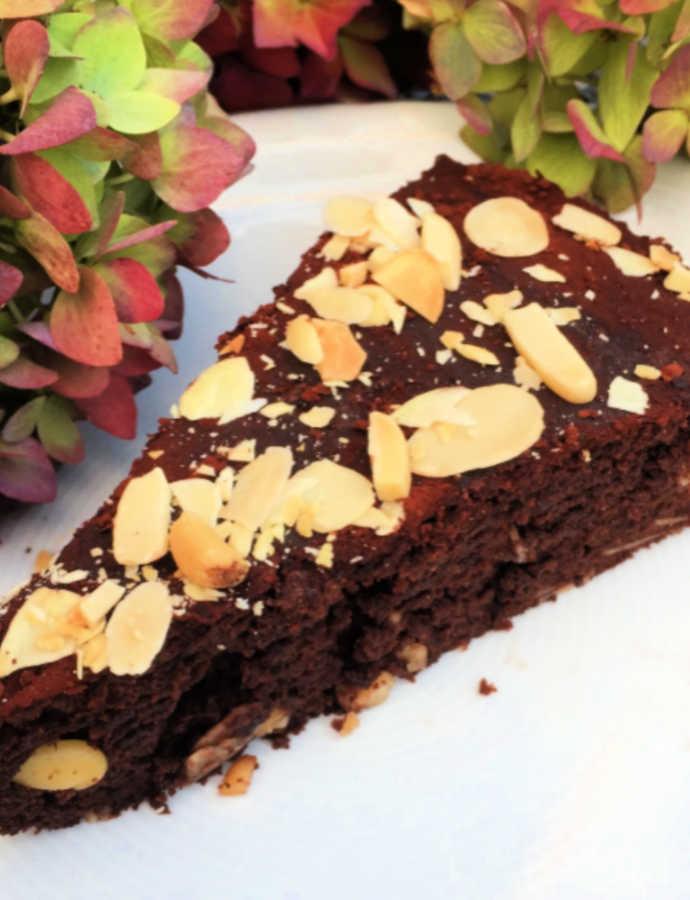 Tarte au chocolat mit Mandeln und Gewürzen