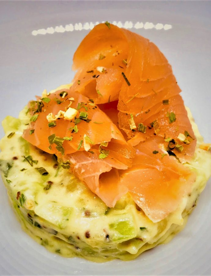 Kartoffel-Gurken-Tatar mit geräuchertem Lachs