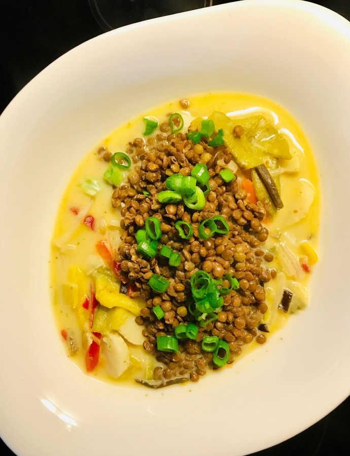 Asiatische Linsen-Curry-Bowl