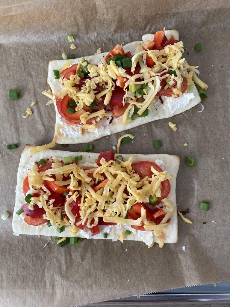Katis Rezeptgeschichten, Aper, Blaue Stunde, Pizza, Pizza mit Mamas bester Bruschetta