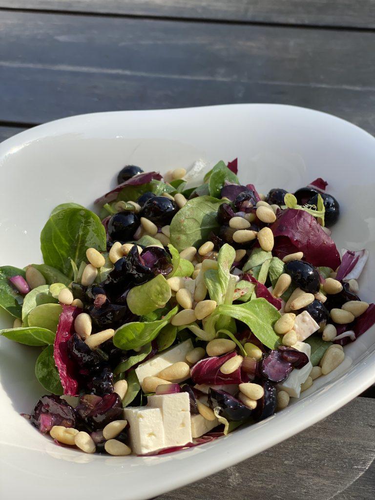 Katis Rezeptgeschichten, Blaubeer Vinaigrette, Salat und Feta