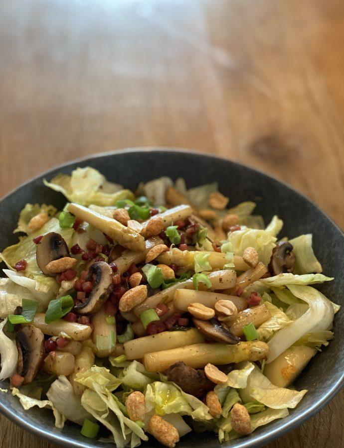 Salat mit Spargel, Schinken, Birne